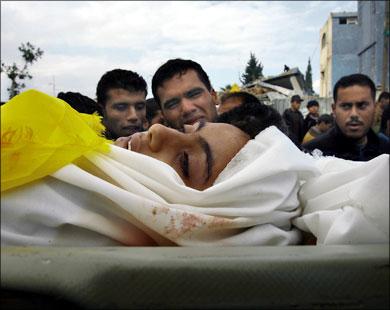 لما �مدان (9 سنوات) لم تكن ت�مل بندقية أو �جرا عندما قتلها صاروخ إسرائيلي في بيت �انون