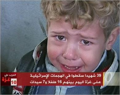 هذا الطفل فقد أسرته في عدوان الا�تلال الإسرائيلي الذي لم يت�رك العالم لوقفه